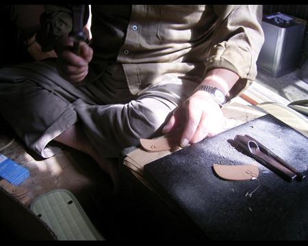 1.馬蹄形の金具を打ち付ける